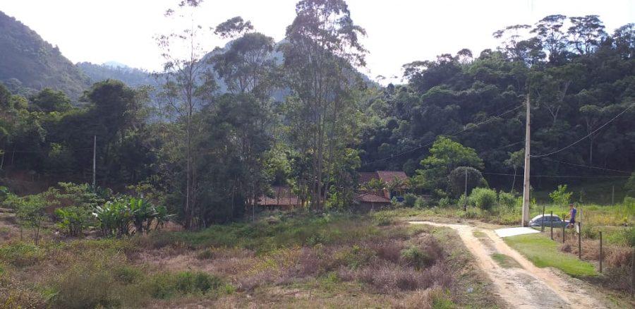 Lindo terreno 1.115m plano em vale amplo preservado e reservado, local de boas construções