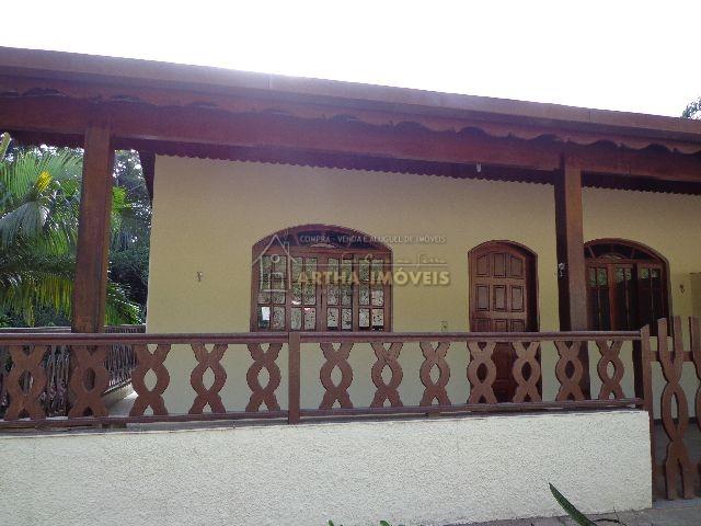 Aluga casa a 200m pertinho do centro de São Pedro com 2 quartos arejados, varanda na frente e nas laterais area de serviço