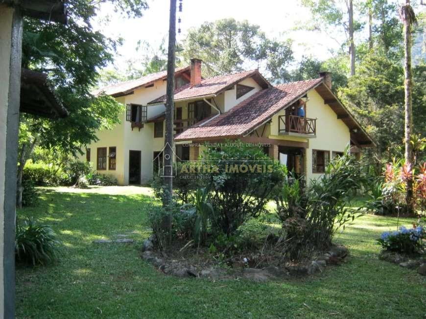Linda casa com praia de rio particular, pertinho de Lumiar, natureza preservada, com belo projeto