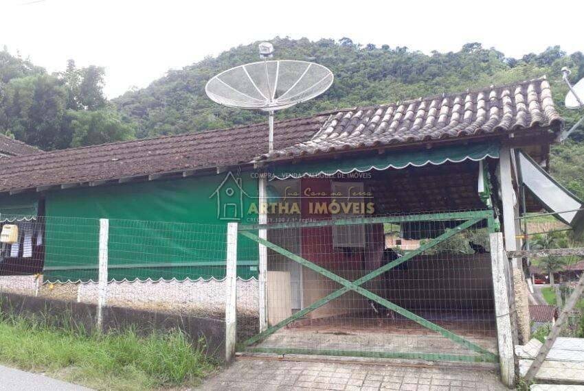 Vendo casa simples em via publica com 450m onibus na porta, para quem busca comodidade
