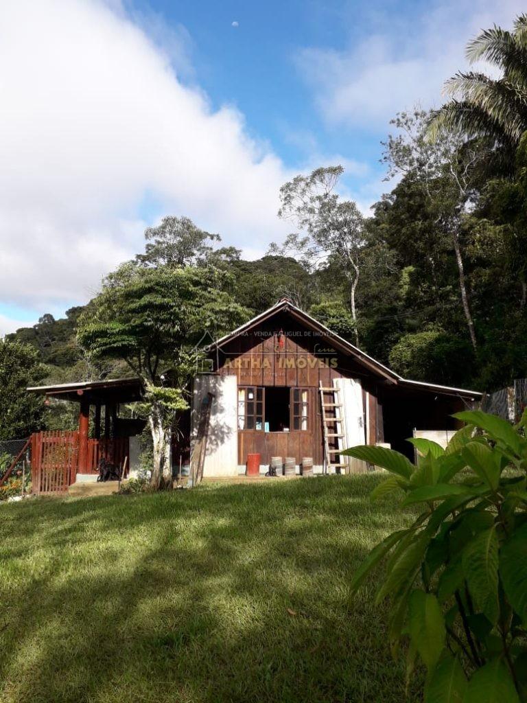 Vendo Sitio tem 2 alqueires de terreno,  casa madeira simples e pequena, ampla área gramada com jardim