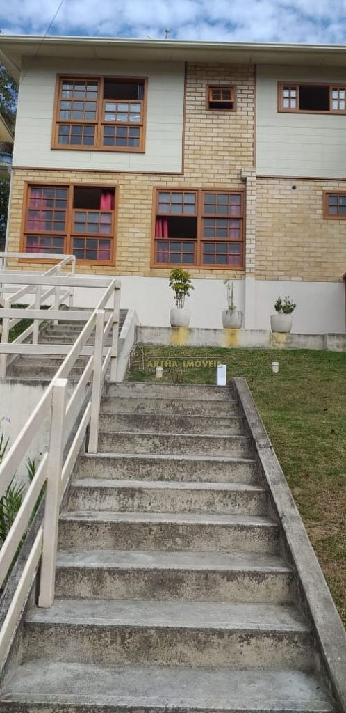 Vende Lumiar linda casa ótimo acabamento perto de poços de rio e do centro de Lumiar