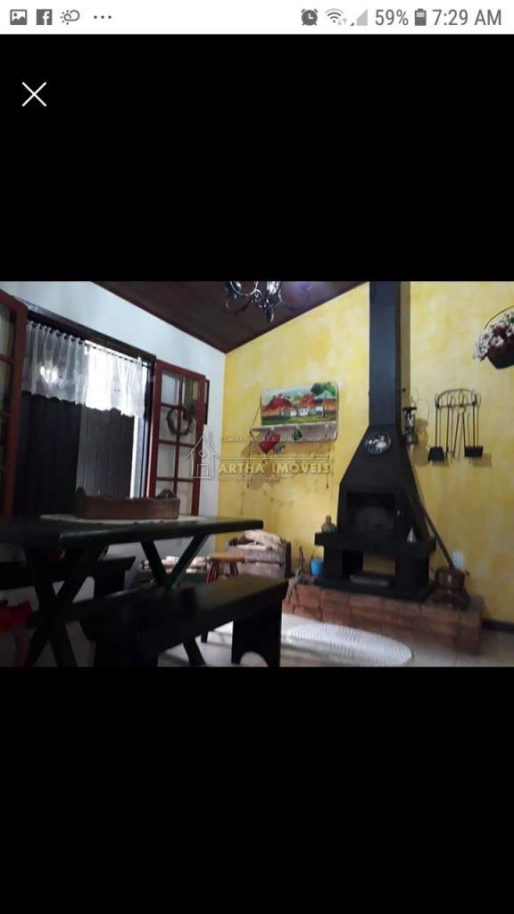 Vendo casa dentro de condomínio, pertinho do centro de Muri,  água de nascente, rustica e aconchegante