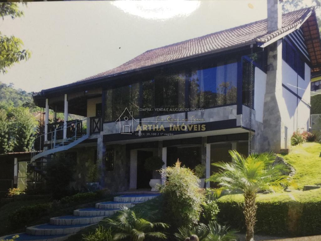 Alugo linda casa dentro de condomínio, com área de lazer magnifica em meio a área preservada com linda vista