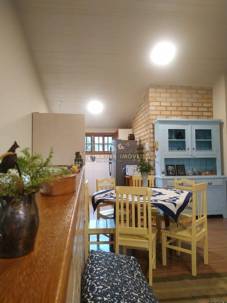 TEMPORADA Casa ampla solar, fresca pertinho de poços de banho de rio e de mercadinho. Localizada em rua sema saída e residencial, estacionamento