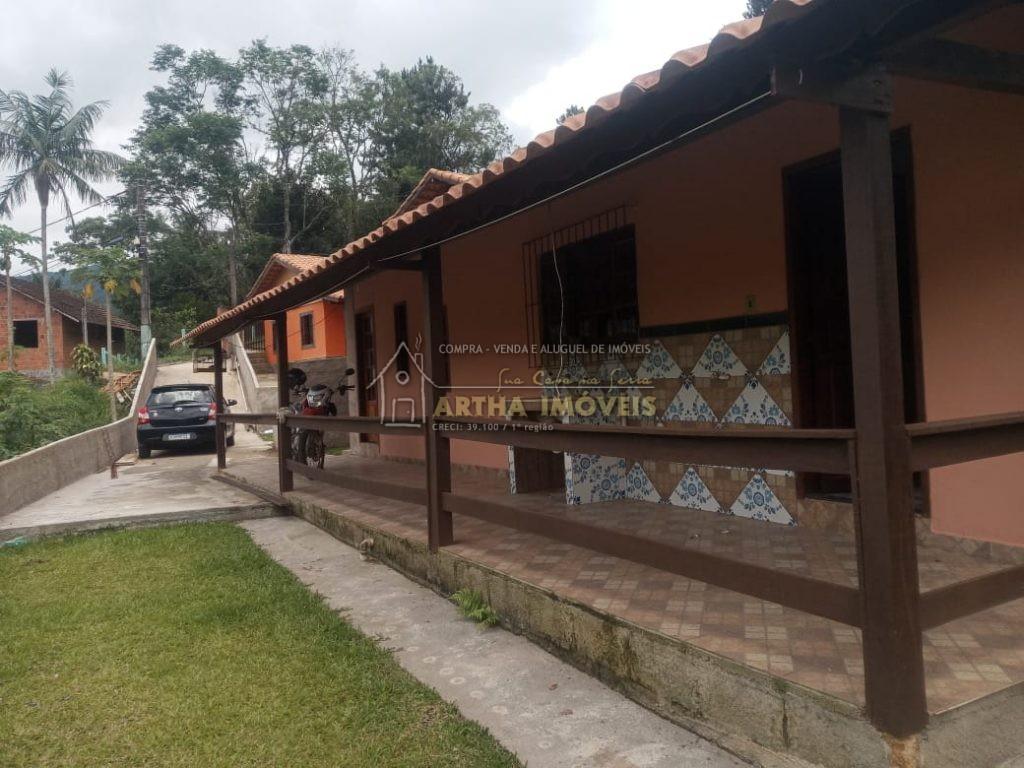Vendo casa de 3 quartos centro de São pedro com anexo com pequeno quarto cozinha e banheiro e com pequeno quintal
