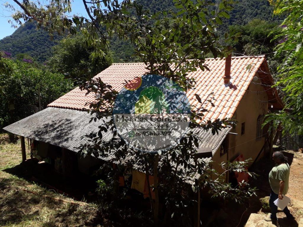 Vendo casa em terreno com rio, tem 5.000m em Rio Bonito pertinho de ponto de onibus