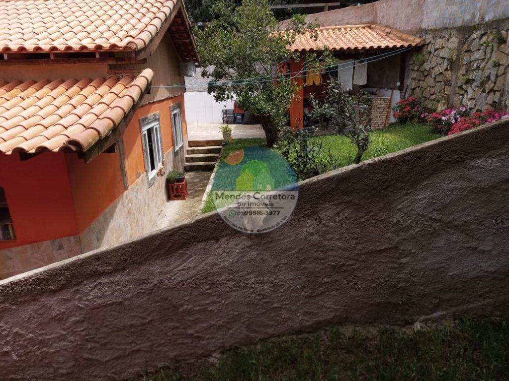 Vendo centro de São Pedro da Serra, casa 2 quartos reformada, varanda, garagem coberta com pequeno quintal