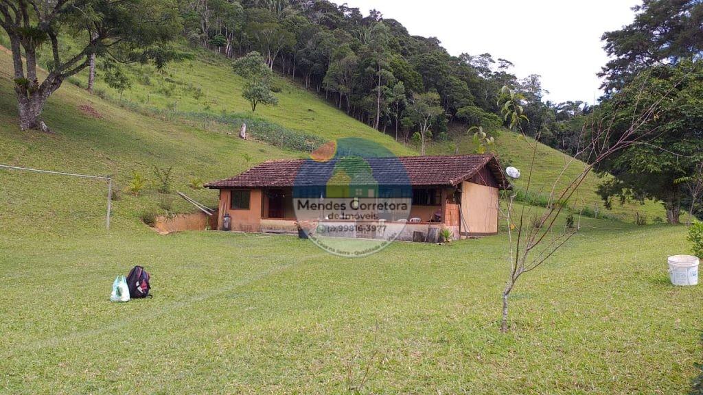 Vendo linda chacara com casa e piscina com agua corrente em Rio Bonito terreno com 2.000m