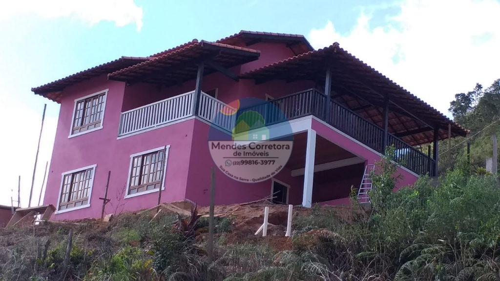 Vendo linda casa em São Pedro com vista magnifica para montanhas lindo telhado, com 3 quartos sendo 1 suítes