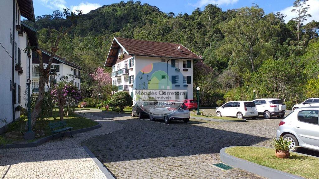 Vendo lindo apartamento de 2 andar com 3 quartos ótimo condomínio com jardim estacionamento e área de lazer