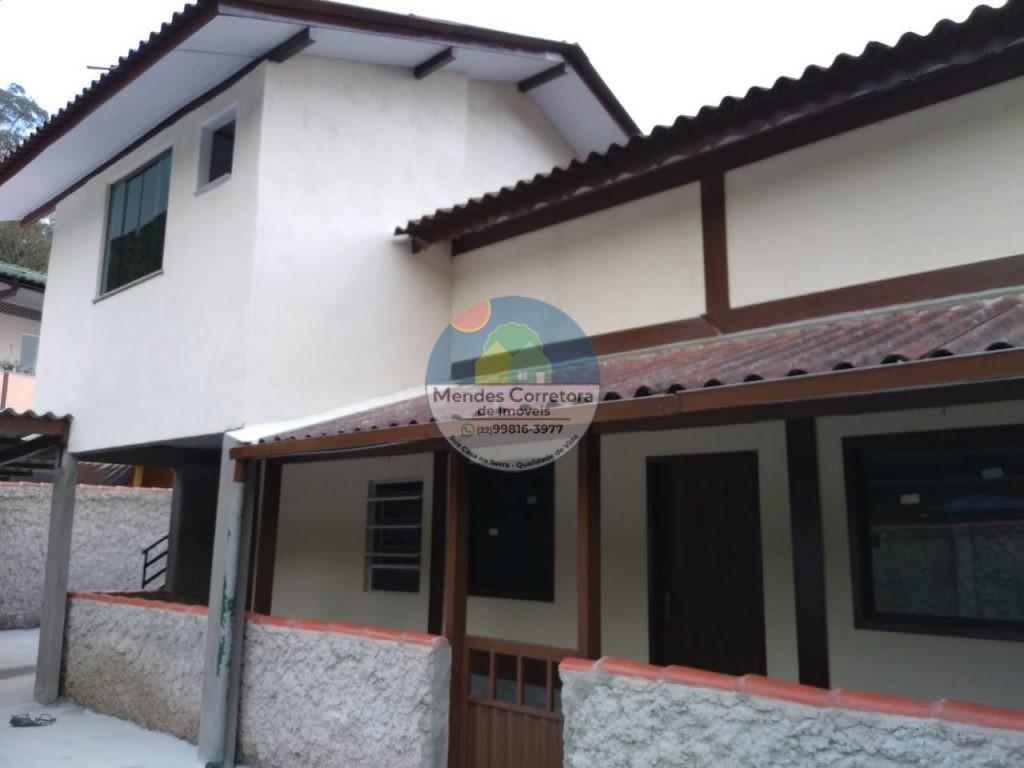 Alugo casa Muri ótima localização pertinho do centro do bairro com 2 quartos sendo um suite