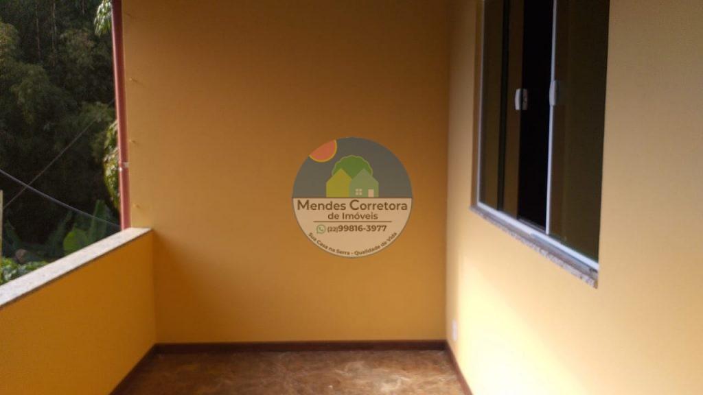 Aluga apartamento de 1º andar com  2 quartos , varanda área de serviço no centro de Lumiar
